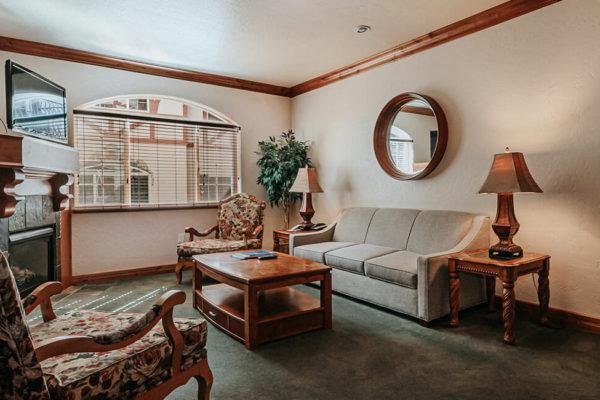 1 bedroom villa living dining02